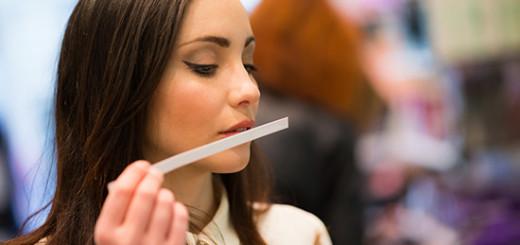 perfume-shopping-dubai-woman-test