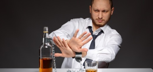 employee-rejecting-alcohol_1208-60