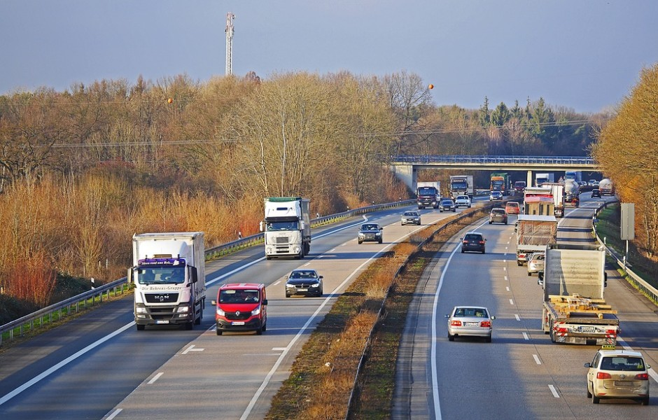 highway-2104379_960_720