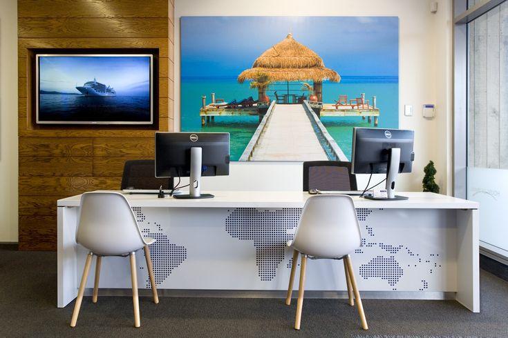 da09aa5c36cb97b3a8b57fd2b2e466a2--office-reception-area-reception-areas