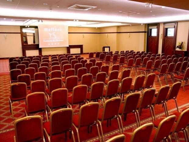 Multimedialna sala konferencyjna nad morzem w okolicach Trójmiasta